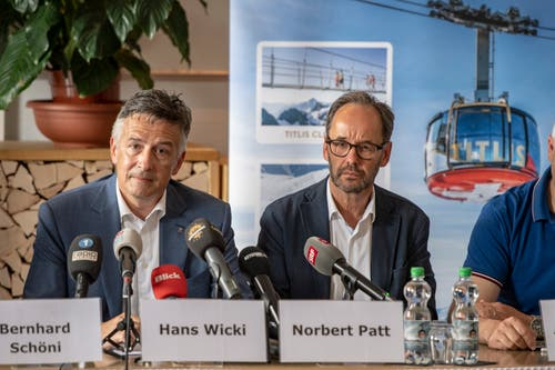 Traurige Gesichter bei den Titlisbahnen: Verwaltungsratspräsident Hans Wicki (links) und CEO Norbert Patt während der Medienkonferenz im Hotel Terrace in Engelberg. (Bild: Urs Flüeler/Keystone, Engelberg, 5. Juni 2019)