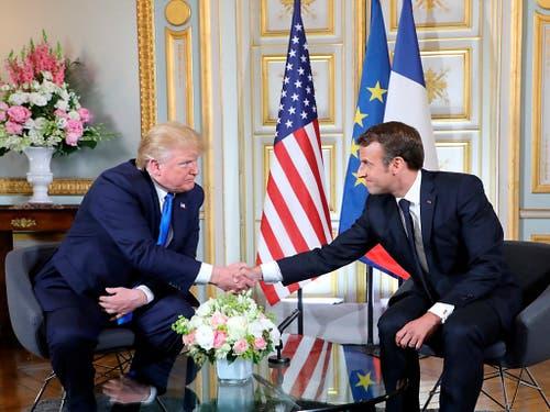 US-Präsident Donald Trump (l.) und Frankreichs Präsident Emmanuel Macron führten in Caen bilaterale Gespräche. (Bild: KEYSTONE/AP POOL AFP/LUDOVIC MARIN)