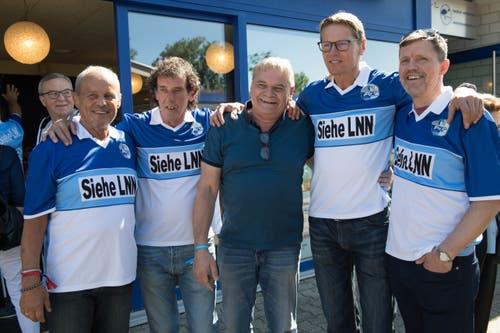 Von links: Ex-Masseur Jiri Mara, Marco Bernaschina, ein FCL-Fan, Urs Schönenberger und Sigi Gretarsson. (Bild: Eveline Beerkircher-Bachmann (Sempach, 8. Juni 2019))
