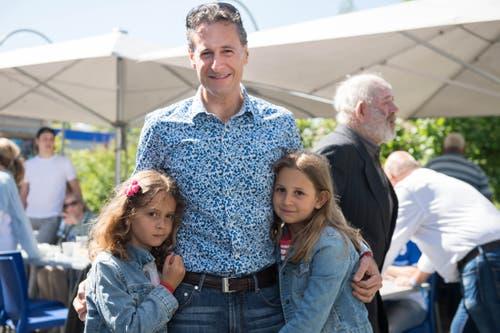FCL-Präsident Philipp Studhalter mit seinen Töchtern Sophia (rechts) und Leda. (Bild: Eveline Beerkircher-Bachmann (Sempach, 8. Juni 2019))