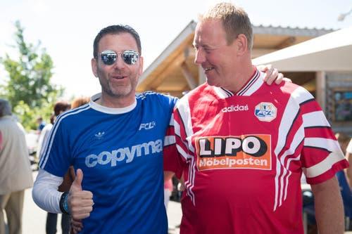 FCL-Meisterspielmacher Jürgen Mohr (rechts) ist fülliger geworden, er musste ein rotes Retro-Shirt anziehen. Der Fan neben ihm trägt ein Copyma-FCL-Leibchen aus der Aufstiegs- und NLA-Zeit Ende der Siebzigerjahre, als Paul Wolfisberg erfolgreicher Coach war.(Bild: Eveline Beerkircher-Bachmann (Sempach, 8. Juni 2019))