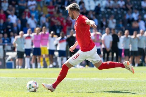 Josip Drmic (Sturm): Wird für Rodriguez kurz vor Ende der regulären Spielzeit eingewechselt. Man merkt Drmic im Spiel seine schwierige Saison an, er wirkt ohne Selbstvertrauen. Verschiesst seinen Penalty – England ist Dritter. Note: 3.