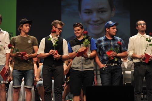 Die neu ausgebildeten Maurer dürfen sich freuen. (Bild: Urs Hanhart, Altdorf, 1. Juli 2019)
