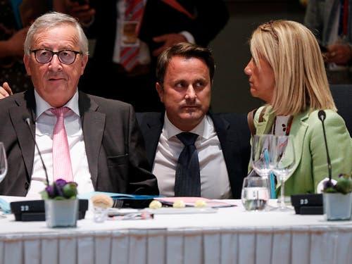 Nach bilateralen Gesprächen in der Nacht wurden am Montagmorgen mit einem Frühstück die Beratungen über die Nachfolge von EU-Kommissionspräsident Jean-Claude Juncker (links) wieder aufgenommen. (Bild: KEYSTONE/AP AFP Pool/GEOFFROY VAN DER HASSELT)