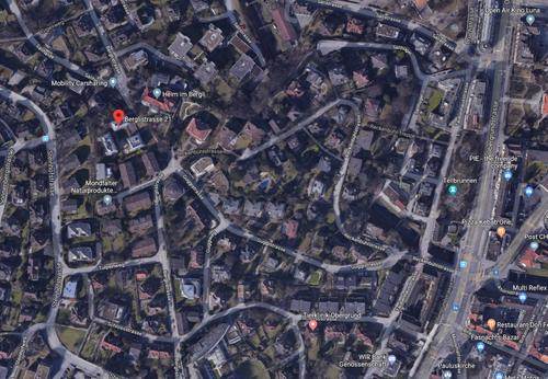 Die Berglistrasse 21b steht in Brand (oben links). (Quelle: Google Maps)