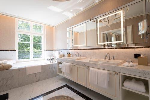 Das Badezimmer in der King Suite. (Bild: Ralph Ribi)