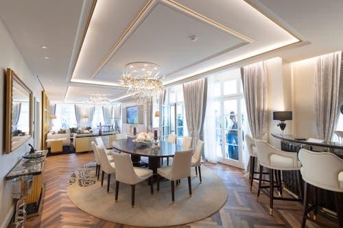 Der Wohn- und Essbereich in der King Suite. Eine Nacht hier kostet mindestens 8000 Franken. (Bild: Ralph Ribi)