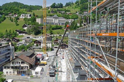 Das Hotel Palace Engelberg Titlis steht im Juli 2019 ein gutes Jahr vor der teilweisen Inbetriebnahme. Noch laufen Bauarbeiten auf Hochtouren. (Bild: PD)