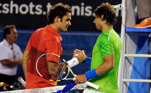 2012: Halbfinal Australian Open: Nadal s. Federer 6:7 (5:7), 6:2 7:6 (7:5), 6:4In den Viertelfinals spielt Federer gegen Juan Martin Del Potro «wie von einem anderen Stern», wie Lleyton Hewitt sagt. «Niemand in der Garderobe konnte sich vorstellen, dass jemand gegen Roger gewinnen kann.» Nadal kann. Er gewinnt das achte von zehn Grand-Slam-Duellen gegen Federer, der zuvor 24 Spiele in Folge gewonnen hatte und dabei in Basel, Paris-Bercy und die World Tour Finals den Titel holte. Federer: «Es scheint fast, dass Rafa gegen mich besser spielt als gegen andere.»