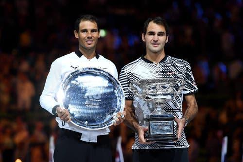 2017: Final Australian Open: Federer s. Nadal 6:4, 3:6 6:1, 3:6 6:3Nach halbjähriger Pause bestreitet Roger Federer in Melbourne sein erstes Turnier. Er ist noch die Nummer 17 der Welt. In den Achtelfinals bezwingt er Kei Nishikori in fünf Sätzen, wie auch in den Halbfinals Stan Wawrinka. Im Final trifft er auf Erzrivale Nadal, der ebenfalls aus einer Verletzungspause zurückkehrt. Im fünften Satz liegt Federer mit 1:3 hinten, setzt sich aber mit 6:3 durch. Es ist sein 17. Grand-Slam-Titel, der erste seit Wimbledon 2012 und fünfjähriger Durststrecke. Und der erste Sieg gegen Nadal bei einem Grand-Slam-Turnier seit fast zehn Jahren und dem Wimbledon-Final 2007.