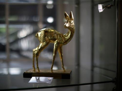 Ein Bambi als Deutschlands Mann des Jahres 1985 (Bild: KEYSTONE/AP/MATT DUNHAM)