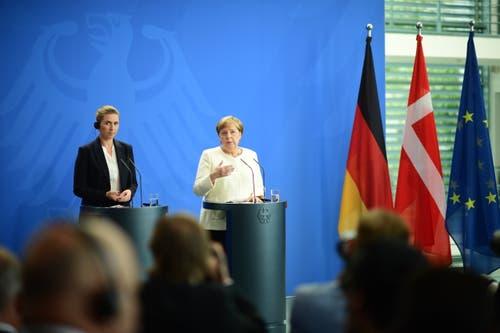 """Während der gemeinsamen Pressekonferenz äusserte sich Merkel zu den Zitteranfällen: «Ich weiss um die Verantwortung meines Amtes , deshalb hande ich auch dementsprechend, was meine Gesundheit anbelangt."""" (AP Photo/Markus Schreiber)"""