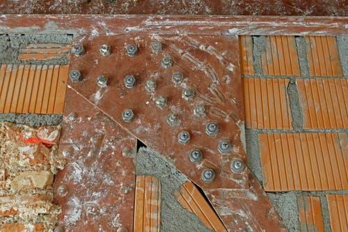Historische Bausubstanz im ehemaligen Hotel Europäischer Hof: Ein über 100-jähriger Stahlträger. (Bild: PD)