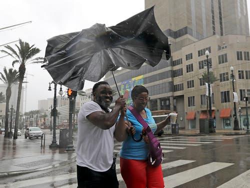 Kampf gegen Wind und Regen von «Barry» in New Orleans. (Bild: KEYSTONE/AP/DAVID J. PHILLIP)