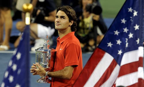 US Open 2008: Federer s. Murray 6:2, 7:5, 6:22008 war nicht das beste Jahr für Roger Federer, und doch holt er auch dann einen Grand-Slam-Titel. Just in jenem Moment, in dem ihn bereits die ersten abschrieben. Rafael Nadal ist 2008 das Mass aller Dinge verliert aber überraschend im US-Open-Halbfinal gegen Andy Murray. Federer schlägt jenen Murray im Final diskussionslos und holt sich den Titel. Von einer Krise zuvor will er nichts wissen. «Ich hatte nie das Gefühl, hier gewinnen zu müssen, um etwas zu beweisen. Ich stand in diesem Jahr oft vor grossen Siegen, darum war ich nie wirklich besorgt. Ich bin glücklich darüber gezeigt zu habe, dass die Dinge für mich nicht so schlecht stehen, wie einige dachten. »