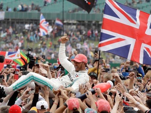 Lewis Hamilton genoss das Bad in der Menge (Bild: KEYSTONE/AP/LUCA BRUNO)