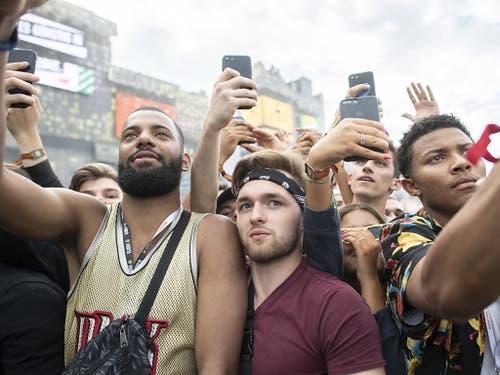 Besucher während des Auftritts des amerikanischen Rappers Lil Baby am Openair Frauenfeld. (Bild: KEYSTONE/ENNIO LEANZA)