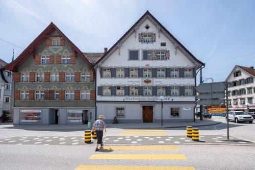 Das Haus zum Schwarzen Adler steht mitten im Gossauer Stadtzentrum. (Bild: Urs Bucher)