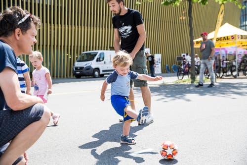 Impressionen der FCL-Saisoneröffnung vor der Swissporarena. (Bild: Manuela Jans-Koch, Luzern, 14. Juli 2019)