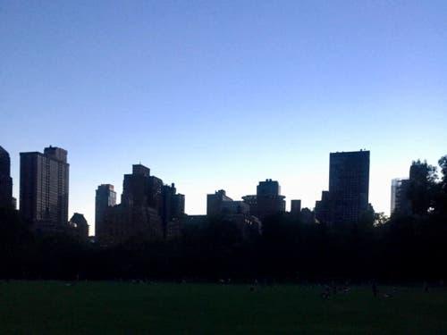 Der New Yorker Stadtteil Manhattan war am Samstag von einem grossen Stromausfall betroffen. (Bild: KEYSTONE/AP Alan Reeves)