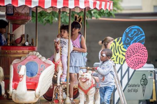 Das Nostalgiekarussell war bei den Kindern sehr beliebt. (Bild: Nadia Schärli, Luzern, 15. Juli 2019)
