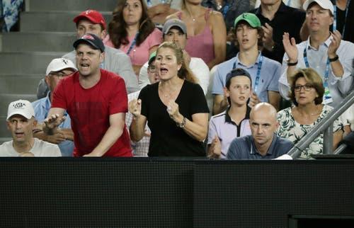 Gerade weil sie sich als ehemalige Tennisspielerin gut mit der Sportart auskennt, leidet sie jeweils stark mit ihrem Mann mit. (Bild: Keystone)