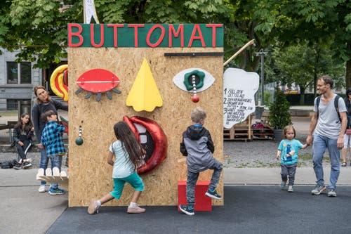 Eine weitere Attraktion am Eröffnungsanlass: Der Buttomat. (Bild: Nadia Schärli, Luzern, 15. Juli 2019)
