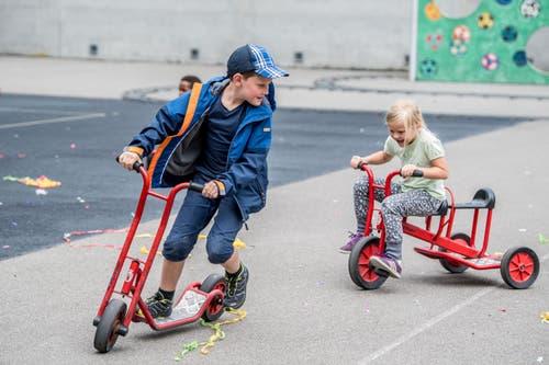 Diverse Trottinetts und Dreiräder können ausprobiert werden. (Bild: Nadia Schärli, Luzern, 15. Juli 2019)
