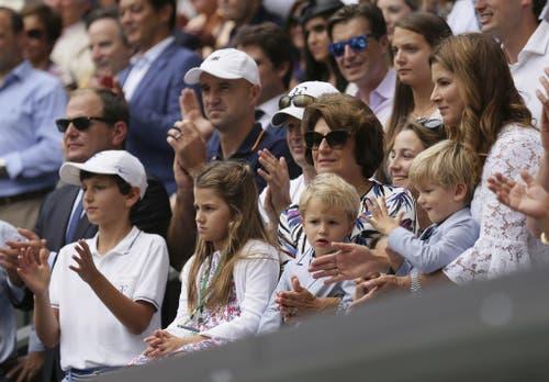 Doch während Charlene und Myla eher kleine Tennis-Muffel sind, so fiebern die beiden jüngeren Buben Leo und Lenny bei ihren Stadionbesuchen auch schon fleissig mit. (Bild: Keystone)