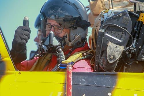 Nach dem Testflug sind die Piloten überglücklich. Die neuen Teile im Jet laufen. (Bild: Raphael Rohner)
