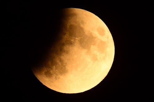 Die partielle Mondfinsternis aufgenommen über Berlin. (Bild: CLEMENS BILAN)