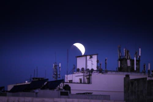 Die partielle Mondfinsternis aufgenommen in Montevideo, Uruguay. (Bild: Raul Martinez)