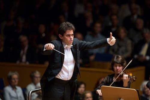 Lahav Shani. Er war als Kind Klaviersolist beim Orchester, das er bald leitet.