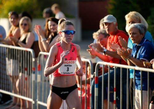 Martina Strähl ist die schnellste Frau im Ziel. (Bild: Stefan Kaiser, Oberägeri, 19. Juli 2019)