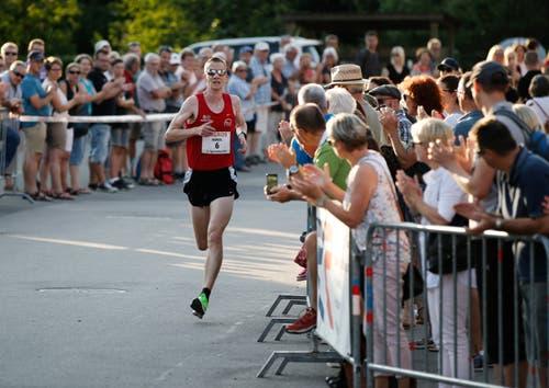 Marcel Berni erreicht das Ziel als Zweiter. (Bild: Stefan Kaiser, Oberägeri, 19. Juli 2019)