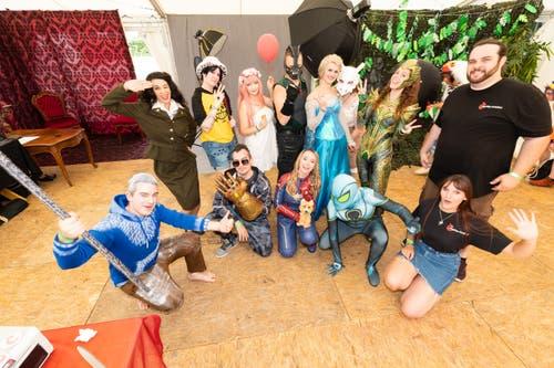 Der Verein Cosplay-Atelier beim Gruppenfoto. (Bild: Roger Zbinden, Zug, 20. Juli 2019)