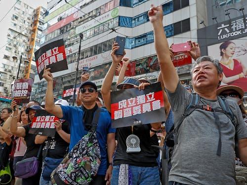 Die Demonstranten in Hongkong fordern eine unabhängige Untersuchung der Polizeigewalt. (Bild: KEYSTONE/AP/VINCENT YU)
