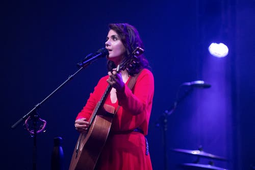 Sie berührte die Zuschauer mit Gitarre und Stimme. (Bild: Pius Amrein, Luzern, 23. Juli 2019)