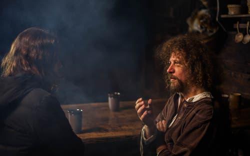 """Luke Gasser (rechts) bei den Dreharbeiten für seinen Film """"Tell - Jagd auf ewig"""". (Bild:pd)"""