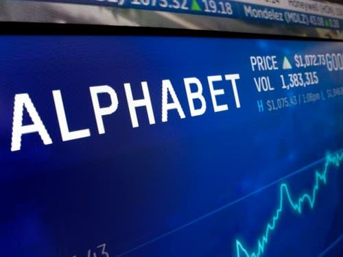 Freude bei den Anlegern: Der Aktienkurs der Google-Mutter Alphabet stieg nach guten Quartalszahlen kräftig an. (Bild: KEYSTONE/AP/RICHARD DREW)