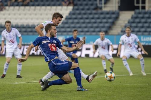Otar Kakabadze (FC Luzern, links) FC Luzern und Jakup B. Andreasen (dahinter) . (Bild: KEYSTONE/Urs Flueeler)