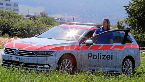 Auch die Polizei kommt im Schwing-Look daher. (Bild: Andy Mettler / Swiss-Image, 24. Juli 2019)