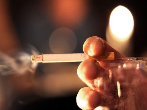 80 Prozent der Raucherinnen und Raucher weltweit leben in Ländern mit niedrigen bis mittleren Einkommen. (Bild: KEYSTONE/AP/FABIAN BIMMER)