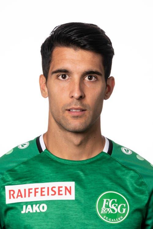 Victor Ruiz, Note: 5. Zeigt eine sehr starke Partie. Der Spanier wirbelt im St.Galler Mittelfeld. Er stellt seine Qualität am Ball immer wieder unter Beweis, tritt alle Standards für Grün-Weiss. Und er opfert sich auch in der Defensive immer wieder auf.