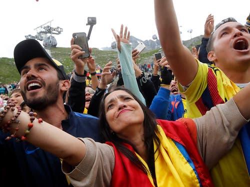 Die kolumbianischen Fans freuen sich mit Egan Bernal - dem ersten Tour-Gesamtsieger aus dem südamerikanischen Land (Bild: KEYSTONE/AP/CHRISTOPHE ENA)