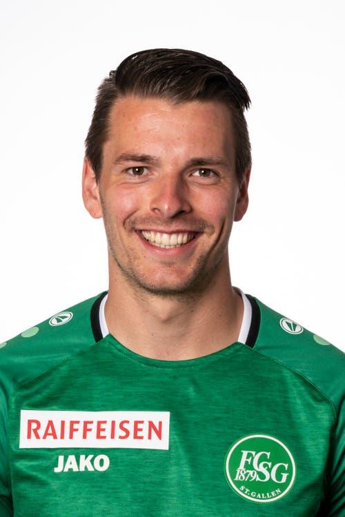 Lukas Görtler, Note 4,5. Der deutsche Mittelfeld-Akteur hängt sich in alle Zweikämpfe und spielt sehr solidarisch. Sein Zweikampfverhalten wird aber durch eine frühe Verwarnung beeinträchtigt. Scheitert in der zweiten Halbzeit an einem grandios reagierenden FCB-Goalie Jonas Omlin.