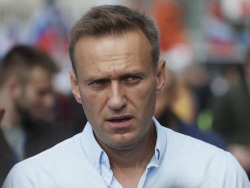 Kreml-Kritiker Alexej Nawalny ist nach Angaben seiner Hausärztin möglicherweise mit Gift in Berührung gekommen. (Bild: KEYSTONE/EPA/SERGEI ILNITSKY)