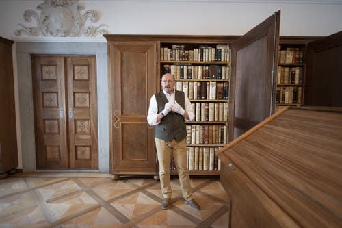 Stiftsarchivar Rolf De Kegel in der Bibliothek. (Bild: Keystone/Urs Flüeler, Engelberg, 17. Juli 2019)
