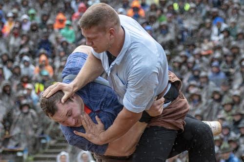 Pirmin Reichmuth (rechts) gegen Joel Wicki im Schlussgang. (Bild: Urs Flüeler / Keystone, 28. Juli 2019)