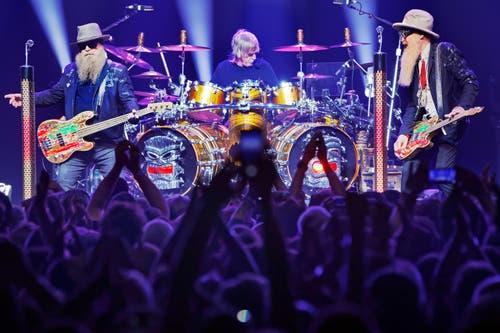 Das Bluesrock-Trio ZZ Top mit (v.l.) Bassist Dusty Hill, Drummer Frank Beard und Gitarrist Billy Gibbons begeisterten das Publikum im ausverkauften Auditorium.